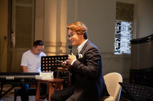Hà Anh Tuấn livestream hát tặng khán giả, công bố chính thức bán vé concert 'The Veston' 0