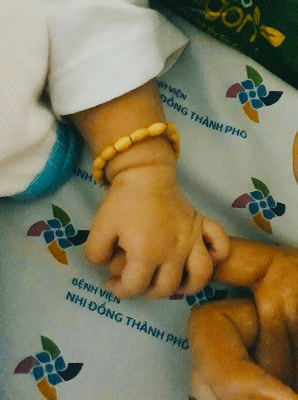 Bệnh nhân nhí 14 tháng tuổi vừa nhiễm Covid-19 hiện tại vẫn ăn no bú kỹ.ẢnhBệnh viện Nhi đồng Thành phố.