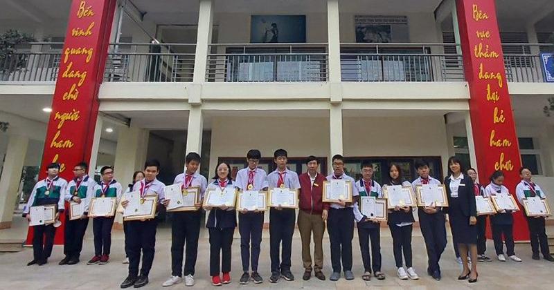 Nhóm học sinh trường THCS Giảng Võ đạt huy 2 chương Vàng và 2 huy chương Đồng trong Cuộc thi Olympic trẻ Quốc tế năm 2020.