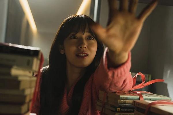 'The Call': Park Shin Hye đối mặt bi kịch kinh hoàng từ cuộc gọi xuyên thời gian bí ẩn 3
