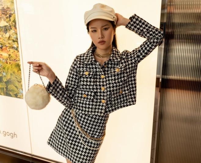 Giải ba thuộc về Đào Huỳnh Ân - cô gái ghi điểm bởi trang phục theo hướng cổ điển với set vải tweed và mũ beret trắng