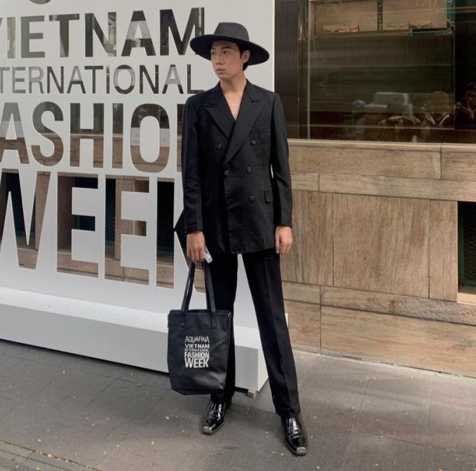 Fashionisto Minh Tấn với khả năng biến những bộ đồ si thành trang phục sang trọng đã về thứ 2 trong cuộc đua outfit ấn tượng nhất The Best Street Style 2020 ngày đầu tiên