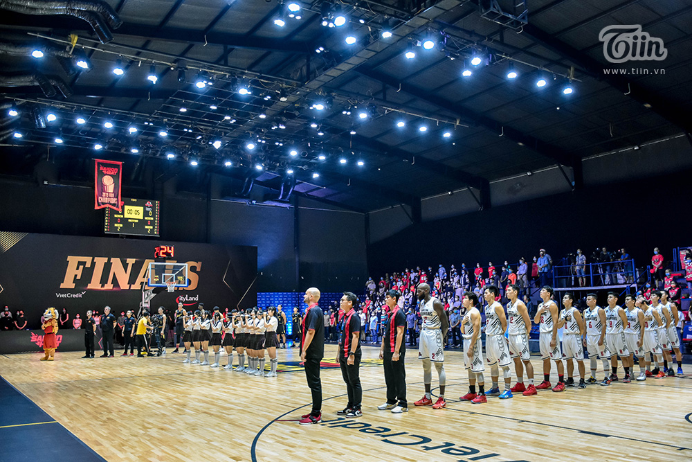 Photo Story: Trận đầu vòng Chung kết VBA 2020 căng thẳng khiến khán giả thở gấp 1