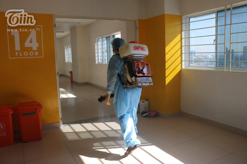 Chùm ảnh: Phun khử khuẩn tại Đại học Hutech - nơi BN 1342 từng đến học trong thời gian cách ly 4