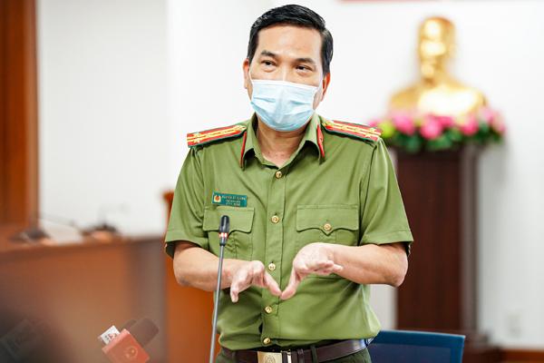 Ông Nguyễn Sỹ Quang trả lời phóng viên. Nguồn: Zing.vn