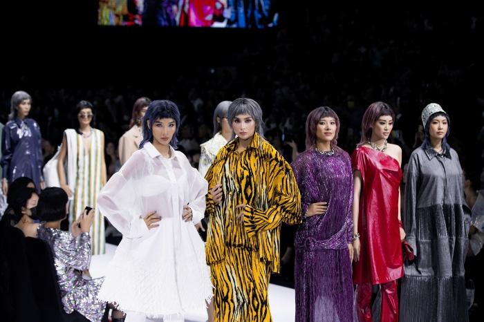 Thanh Hằng, Hoàng Yến, Minh Tú và dàn mẫu cá tính trong trang phục streetwear manghơi thở đương đại 1