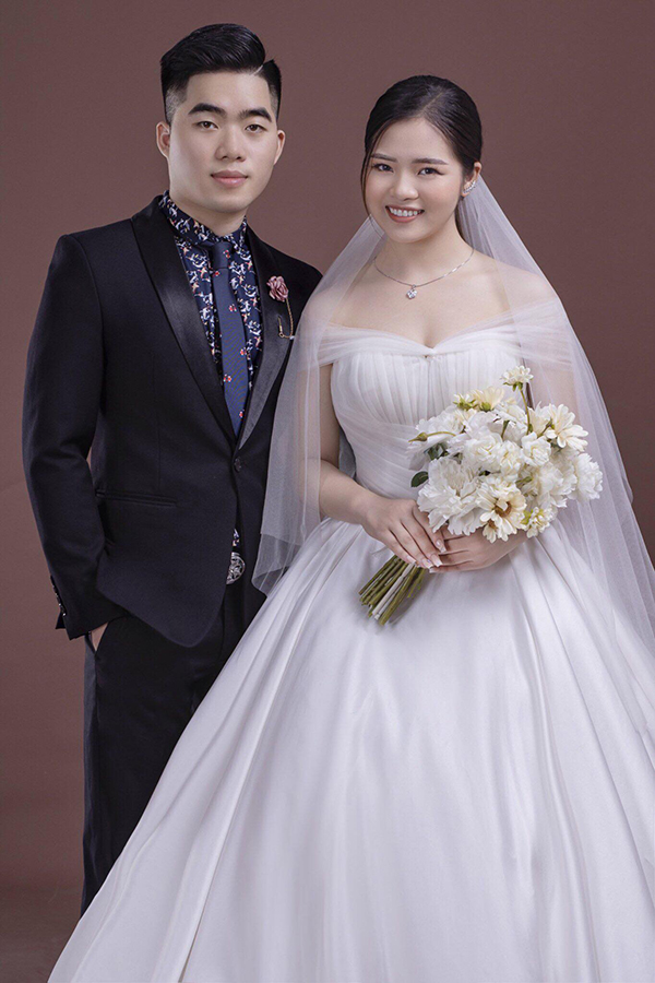Cặp đôi trong đoạn clip làKhắc Thiện và Thu Trang.
