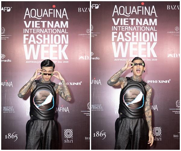 Dế Choắt 'bao ngầu' vào sự kiện tối qua. Quán quân Rap Việt 2020 còn gây ấn tượng với chiếc áo tank top vừa nam tínhnhưng cũng rất 'đáng yêu'.