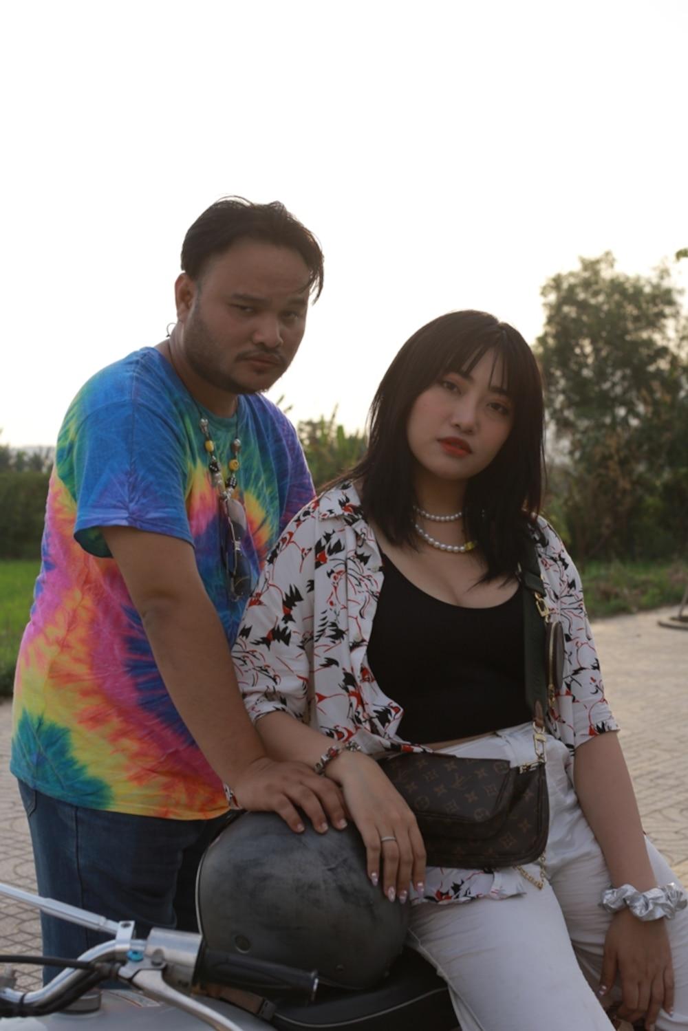 Tung MV kỷ niệm 3 năm ngày cưới với bà xã, Vinh Râu khẳng định 'nghiêm túc thử sức với ca hát!' 1