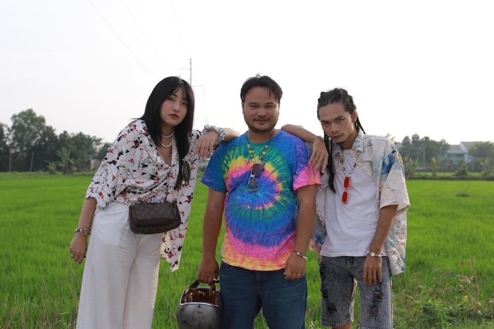Tung MV kỷ niệm 3 năm ngày cưới với bà xã, Vinh Râu khẳng định 'nghiêm túc thử sức với ca hát!' 4