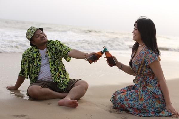 Tung MV kỷ niệm 3 năm ngày cưới với bà xã, Vinh Râu khẳng định 'nghiêm túc thử sức với ca hát!' 0