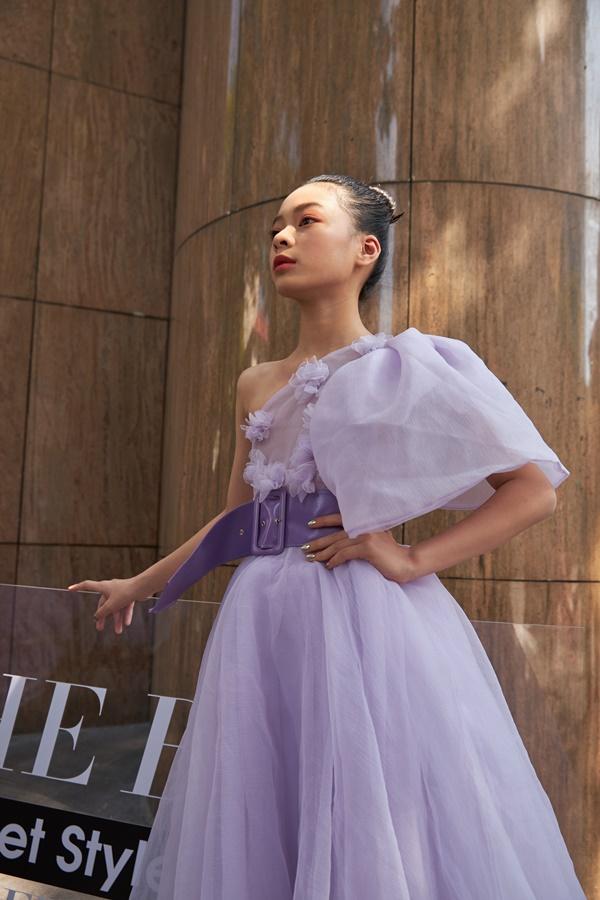 'Binh đoàn' mẫu nhí tạo dáng cực chuyên nghiệp khoe streetstyle bên lề Tuần lễ thời trang quốc tế Việt Nam 2020 3