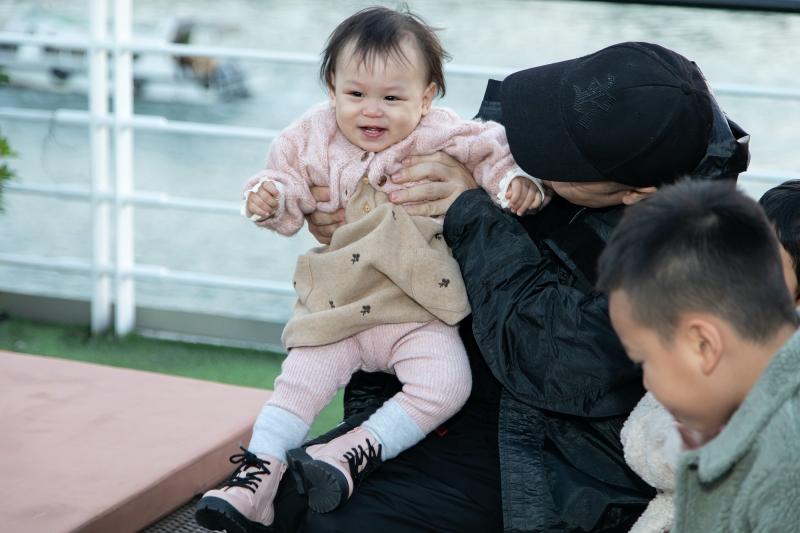 NTK Đỗ Mạnh Cường mừng sinh nhật con gái trên du thuyền ở vịnh Hạ Long 1