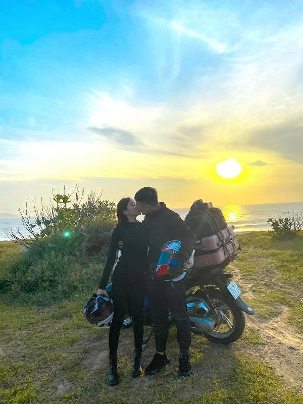 Cặp đôi 9X dành 33 ngày để phượt 6.000km từ Nam ra Bắc trước khi 'chốt' về chung một nhà 3