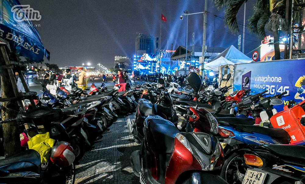Giá vé giữ xe ở các điểm đón năm mới 2021: TP.HCM đắt 'cắt cổ', Đà Nẵng gấp 4 lần quy định 1