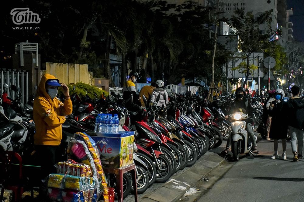 Theo quy định của thành phố Đà Nẵng, giá vé giữ xe vào các dịp Tết, lễ hội, sự kiện là: 5.000/ chiếc/ lượt với xe máy