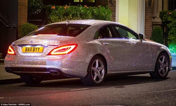Ô tô đính 1.000.000 viên pha lê lấp lánh thì trông sẽ như thế nào? Nếu bạn chưa tưởng tượng ra thì hãy xem chiếc Mercedes từng gây 'náo loạn' MXH này 4