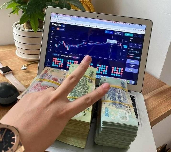 Winsbank - Wefinex liên tục dùng hình ảnh 'đống tiền' để lôi kéo người tham gia