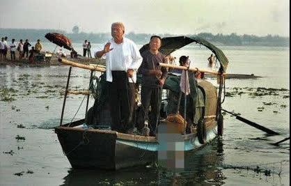 Ít ai biết rằng vớt xác cũng là một nghề có thật ở Trung Quốc và thậm chí còn bị các công ty bảo hiểm ở nước này từ chối bán bảo hiểm.