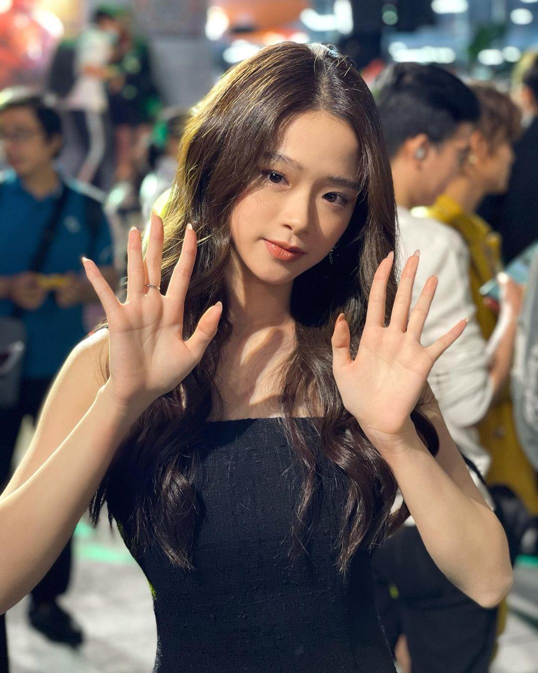 Linh Ka khoe vòng 1 lấp ló đầy đặn, lập tức bị chỉ trích vì lý do mà nhiều hot girl mắc phải trước đó 4