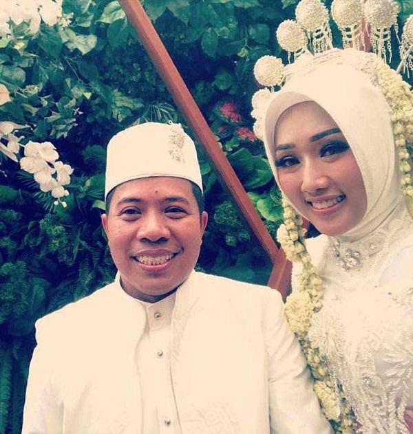 Xót xa cặp đôi mới cưới trên chuyến bay rơi ở Indonesia: Vợ thông minh và xinh đẹp, chồng là chính trị gia nổi tiếng 0
