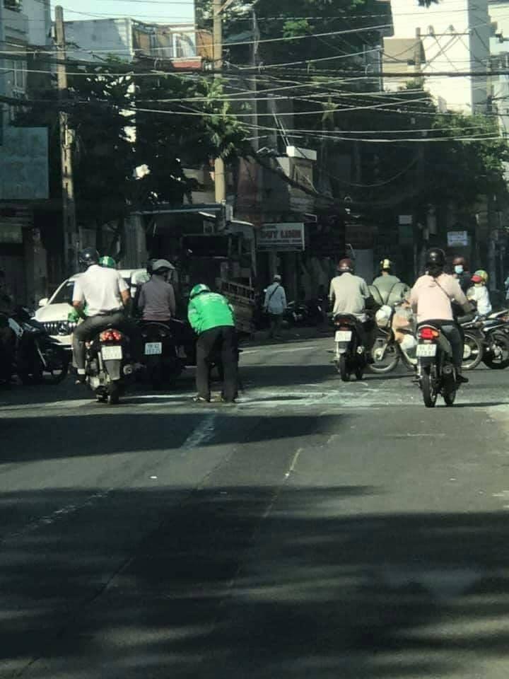 Tài xế xe ôm bất ngờ dừng xe và có hành động kỳ lạ giữa đường, biết được nguyên nhân mới cảm thấy thán phục 0