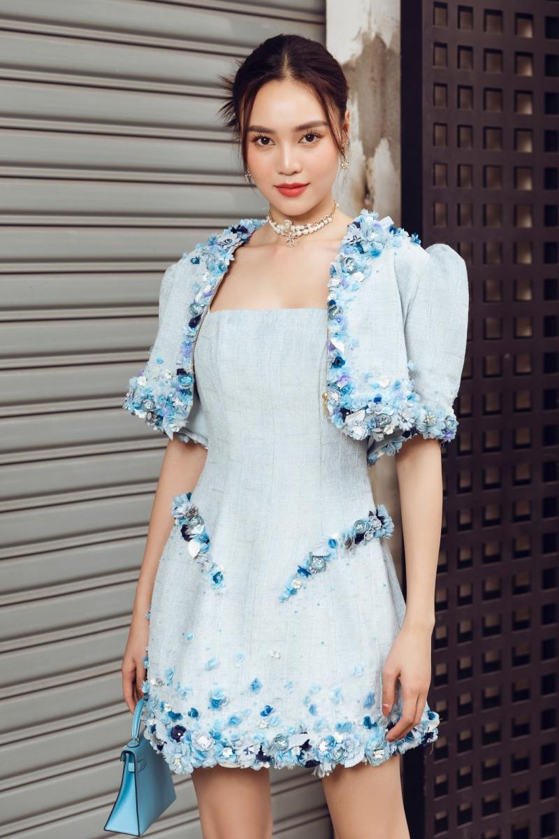 'Gái già' Lan Ngọc dịu dàng dạo phố trong loạt váy ready-to-wear của Lê Thanh Hòa 1