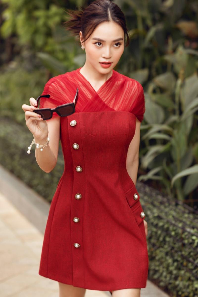 'Gái già' Lan Ngọc dịu dàng dạo phố trong loạt váy ready-to-wear của Lê Thanh Hòa 4