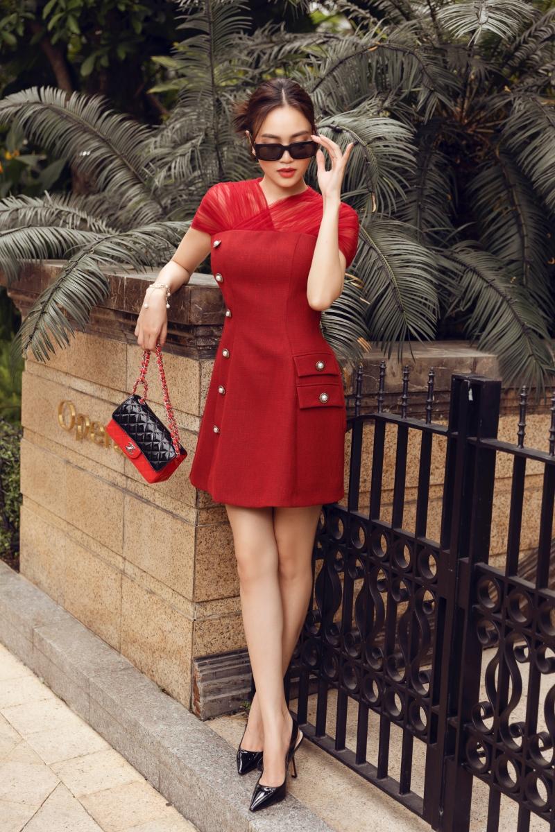 'Gái già' Lan Ngọc dịu dàng dạo phố trong loạt váy ready-to-wear của Lê Thanh Hòa 7