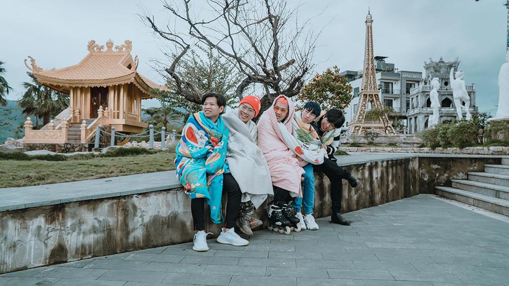 Đến Đà Nẵng du lịch 'đối diện' thời tiết lạnh tê tái, nhóm bạn thân lên ý tưởng quấn chăn check-in mọi nẻo đường 5