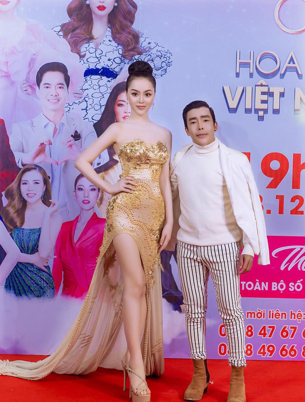 Hình ảnh Minh Nguyệt và người thầy tại chung kết cuộc thi hoa hậu