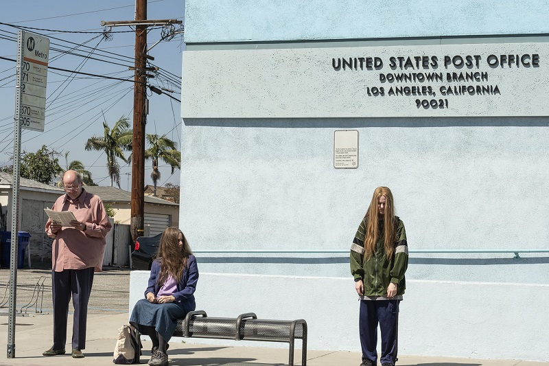 Nứt Đố Đổ Vách (Kajillionaire - 2020):Evan Rachel Wood lạc lõng trước thế giới loài người.