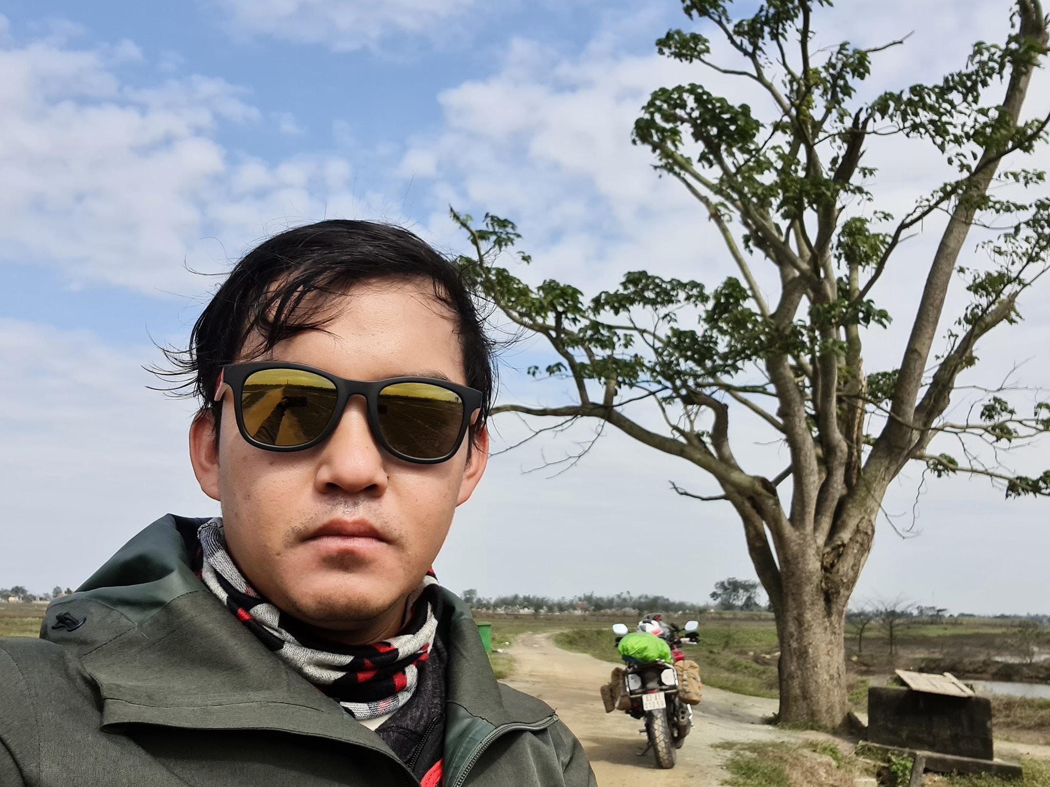 Phượt thủ Trần Đặng Đăng Khoa thực hiện chuyến xuyên Việt đến cây ngô đồng (Mắt Biếc), màn tạo dáng 'cute đến xỉu' 5