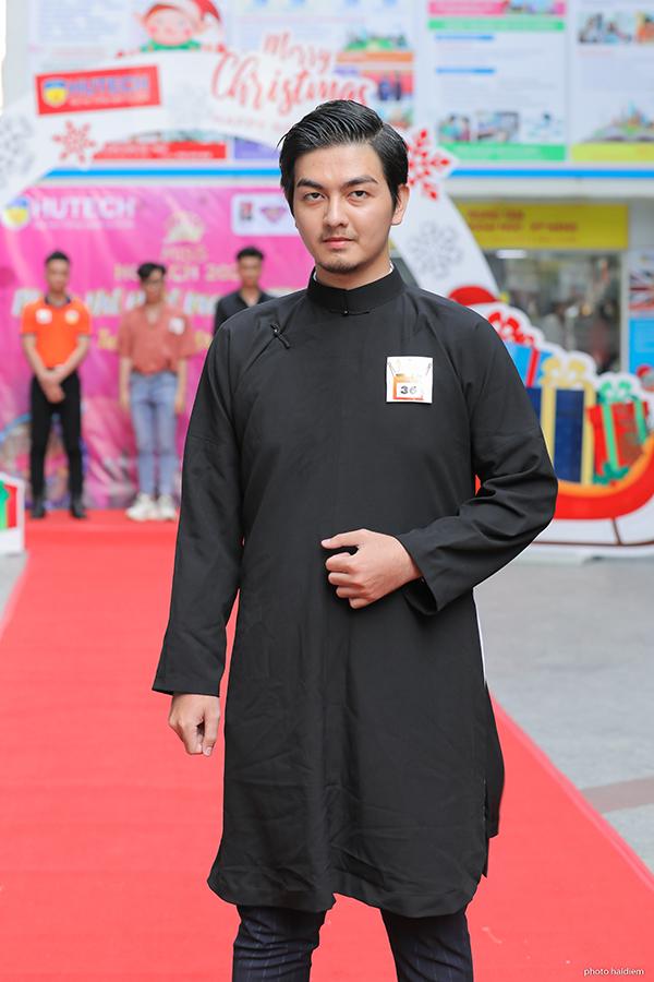 Lê Tuấn Mỹ dự casting Mr. HUTECH với trang phục áo dài.