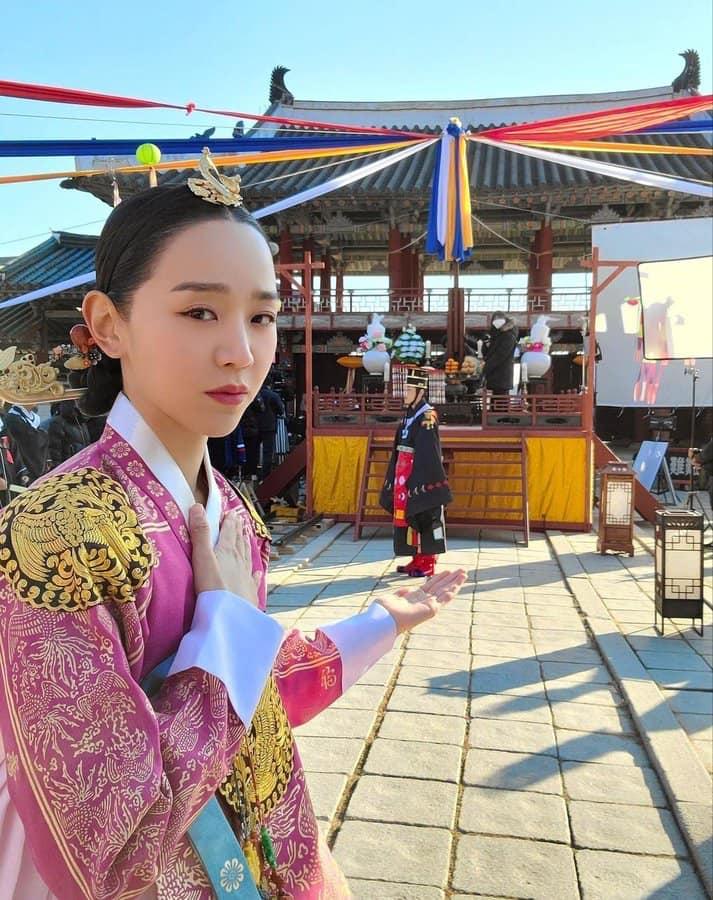 Trên Instagram, Shin Hye Sun hài hước khoe mình kết hôn với một antifan.