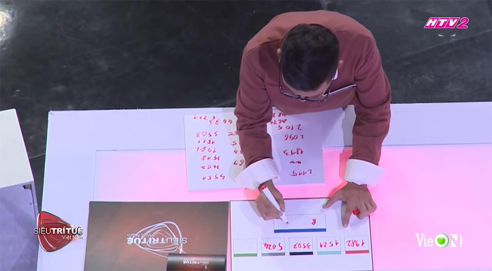 Tốc độ giải đề của Hoàng Hiệp khiến giám khảo lẫn khán giả kinh ngạc
