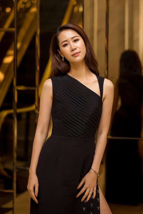Hiện tại,Dương Thùy Linh ngày càng xinh đẹp và quyến rũ. Côcho biết, ngoài chế độ ăn uống, sinh hoạt, tập luyện khoa học, bí quyết trẻ lâu của người đẹpchính là sống đơn giản, tinh thần thoải mái.