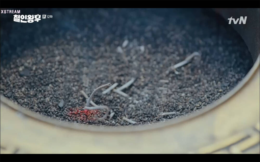 'Mr. Queen' tập 12: Shin Hye Sun đau khổ vì Kim Hyun Jung bị nổ chết do thuốc súng 31