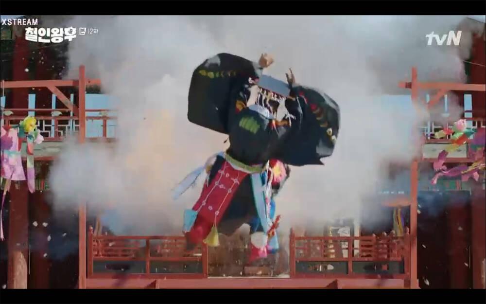 'Mr. Queen' tập 12: Shin Hye Sun đau khổ vì Kim Hyun Jung bị nổ chết do thuốc súng 32