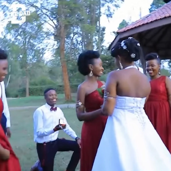 Clip: Giúp anh bạn phù rể cầu hôn phù dâu trong đám cưới của mình, cô dâu được cư dân mạng khen ngợi hết lời 1