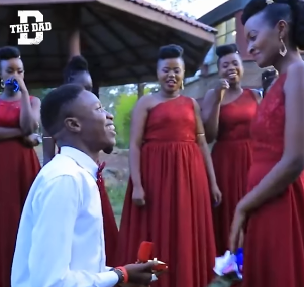 Clip: Giúp anh bạn phù rể cầu hôn phù dâu trong đám cưới của mình, cô dâu được cư dân mạng khen ngợi hết lời 2