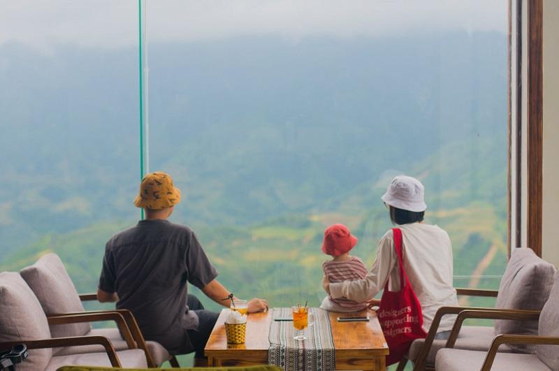 Chàng kỹ sư nghỉ việc đưa vợ đi xuyên Việt và tấm bản đồ check-in cực yêu của bé Mận 2