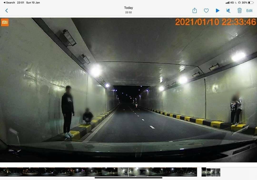 Teen tập trung ở hầm chui gần cầu Sông Hàn check-in sống ảo bất chấp nguy hiểm, Đà Nẵng ra thông báo cấm 0