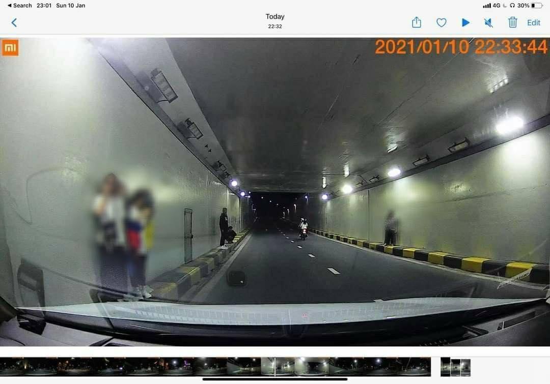 Nhiều teen tập trung dưới hầm chui chụp ảnh bất chấp nguy hiểm