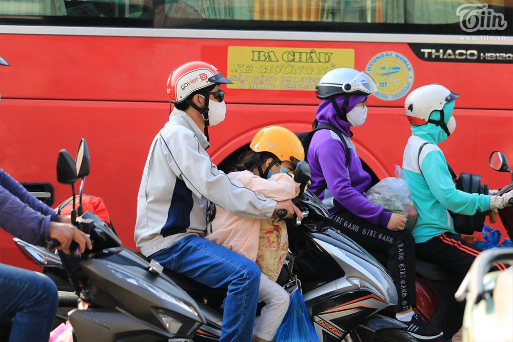 Dòng ngườitrở lại TP.HCM sau kỳ nghỉ Tết: Xe hư giữa đường, bất lực vừa tìm chỗ sửa vừa thoát khỏi đám đông 9