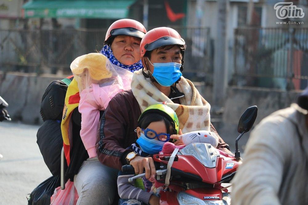 Dòng ngườitrở lại TP.HCM sau kỳ nghỉ Tết: Xe hư giữa đường, bất lực vừa tìm chỗ sửa vừa thoát khỏi đám đông 7