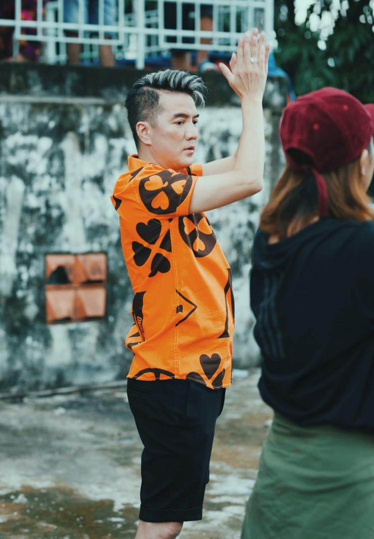 và Đàm Vĩnh Hưng đều xuất hiện tại một chung cư lò gốm tại TP. HCM và cùng tập vũ đạo với biên đạo Phạm Lịch