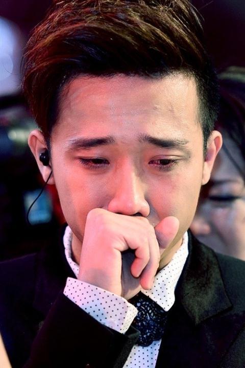 Trấn Thành nhiều lần khóc lóc trên sóng truyền hình
