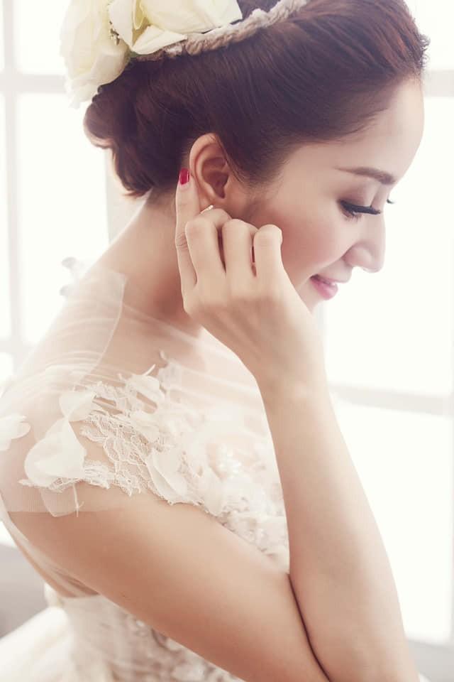 Bất ngờ với ảnh cưới lung linh của Khánh Thi nhưng thổ lộ của Phan Hiển mới là điều gây chú ý 0