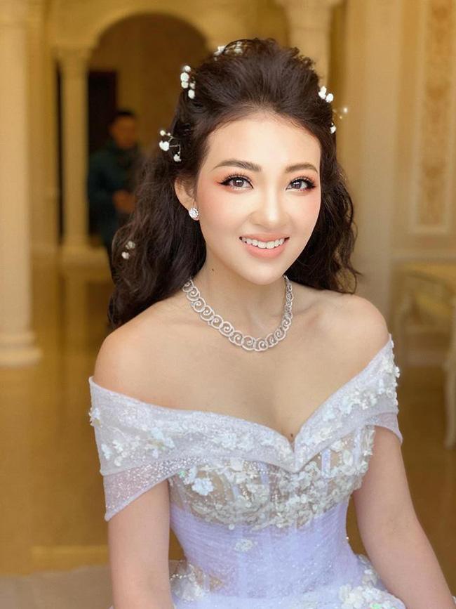 Hình ảnh cô dâu xinh đẹp chẳng khác nào nàng công chúa bước ra từ chuyện cổ tích.